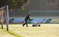 Markierung am Fussballfeld ziehen.JPG