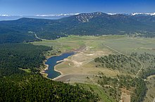 Martis Creek Lago kaj Dam summer.jpg