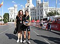 Mayer entrega el premio a Giorgia Bronzini, ganadora de etapa de la carrera femenina Madrid Challenge By La Vuelta 03.jpg