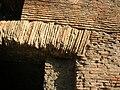 Mercati Traianei - la piattabanda (Roma 2005).jpg