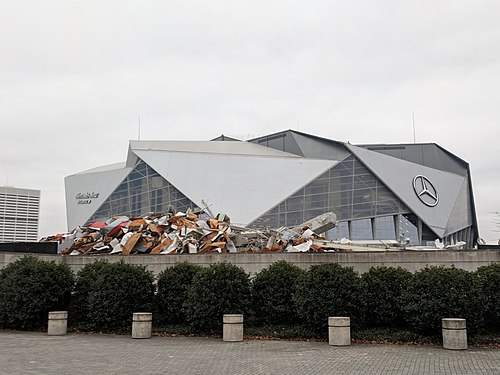 The remains of Georgia Dome with the Mercedes-Benz Stadium in the background. Mercedes-Benz Stadium with the Georgia Dome remains in the foreground (27663350329).jpg