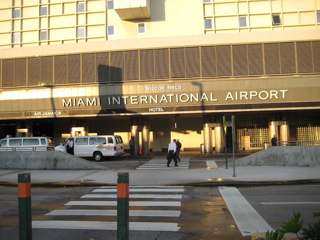 Miami International Airport. | Bildquelle: https://commons.wikimedia.org/wiki/File:MiamiInternationalAirportFront.jpg © Jason Walsh / CC BY 2.0 | Bilder sind in der Regel urheberrechtlich geschützt