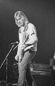 Mick Ronson, uno dei futuri Spiders from Mars. Dopo alcune collaborazioni occasionali, a partire dal 1971 il chitarrista divenne una figura chiave del successo di Bowie.