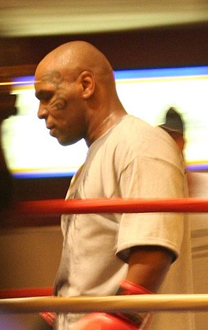 Français : Boxer Mike Tyson in the ring at Las...