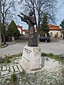 Mindszenty József szobor és a Templom téri műemlék házak, 2018 Rákosszentmihály.jpg