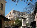 Monument a Lisícrates i l'acròpoli al fons, Atenes.JPG