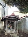 Monument for Daimoku (題目塔) and Guanyin with a Thousand Hands (千手観音) - panoramio.jpg