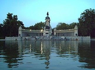 Monumento a Alfonso XII (Madrid) 01c.jpg