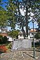 Monumento ao Dr. Eduardo Pereira da Silva Correia - Castanheira de Pera - Portugal (4124944261).jpg