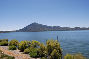 English: Mount Konocti and Clear Lake, in Lake...