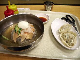 Korean regional cuisine - Image: Mul Naengmyeon with Mandu