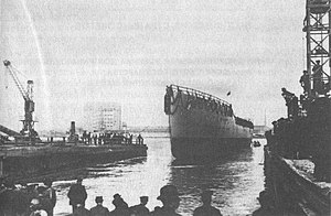 Schichau-Werke - A cruiser is launched at Schichau during World War I.