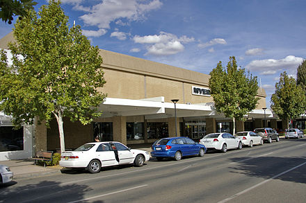 Myer on Baylis Street, previously a Grace Bros. store until 2003 Myer-wagga.jpg