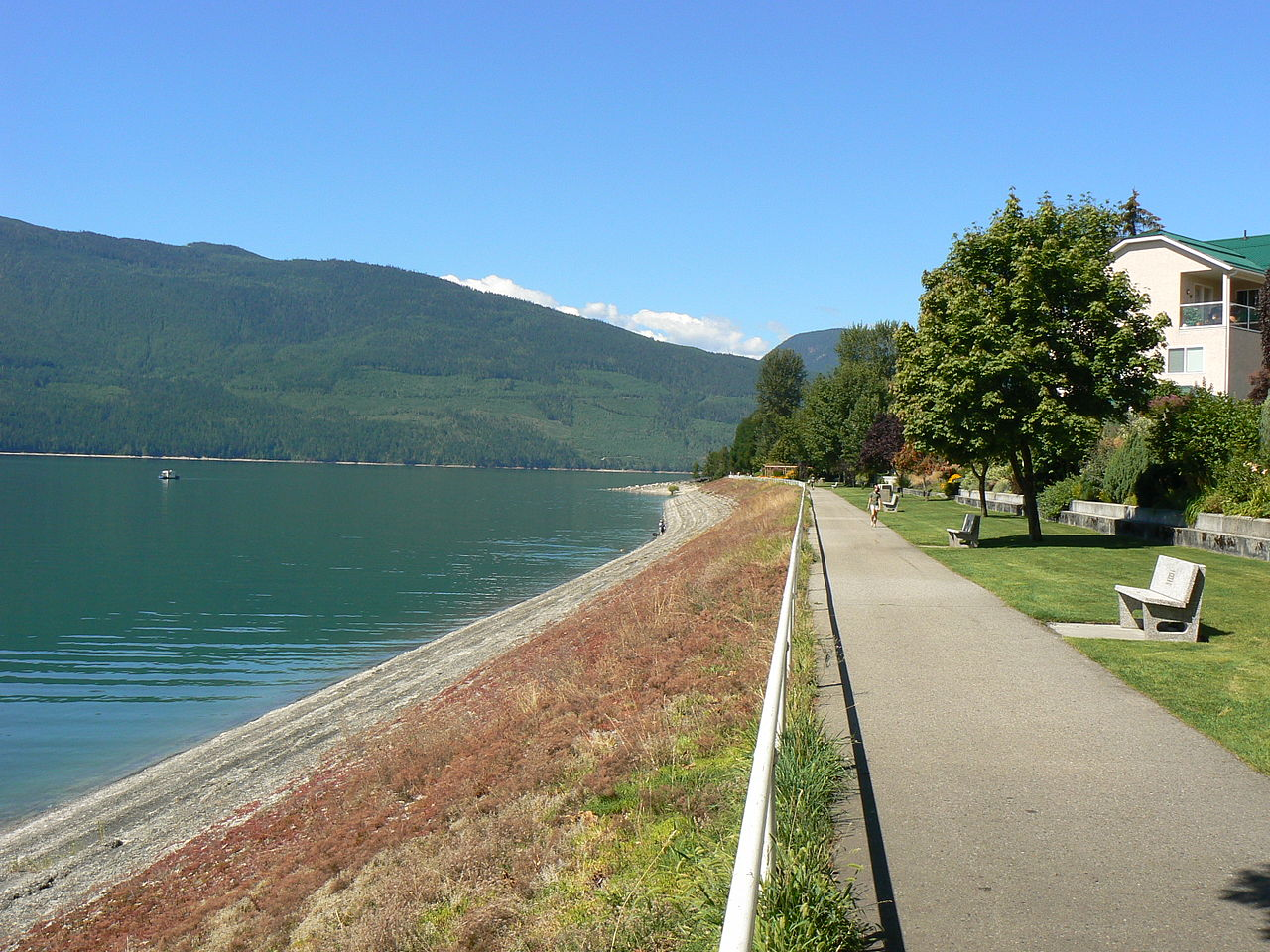 Arrow Lake Waterfront Property For Sale