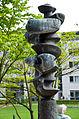 Nereide des Bildhauers Kurt Lehmann im Park Medizinische Hochschule Hannover (MHH), Blick Richtung Südsüdost.jpg