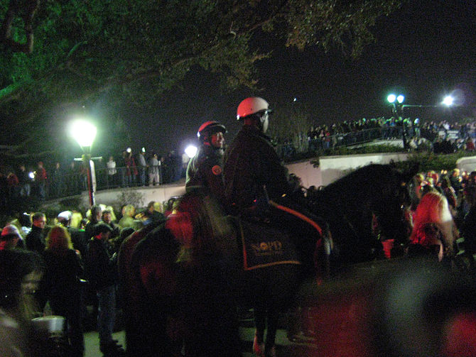 670px New Year%27s Eve 2007%2C NOPD on Horses New Orleans Park Shooting Leaves 10 Hospitalized