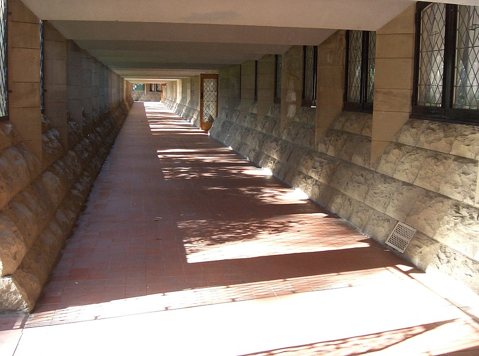 Newman College - Mannix wing walkway