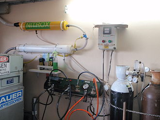 Gas blending - Nitrox blending station using continuous flow blending before compression
