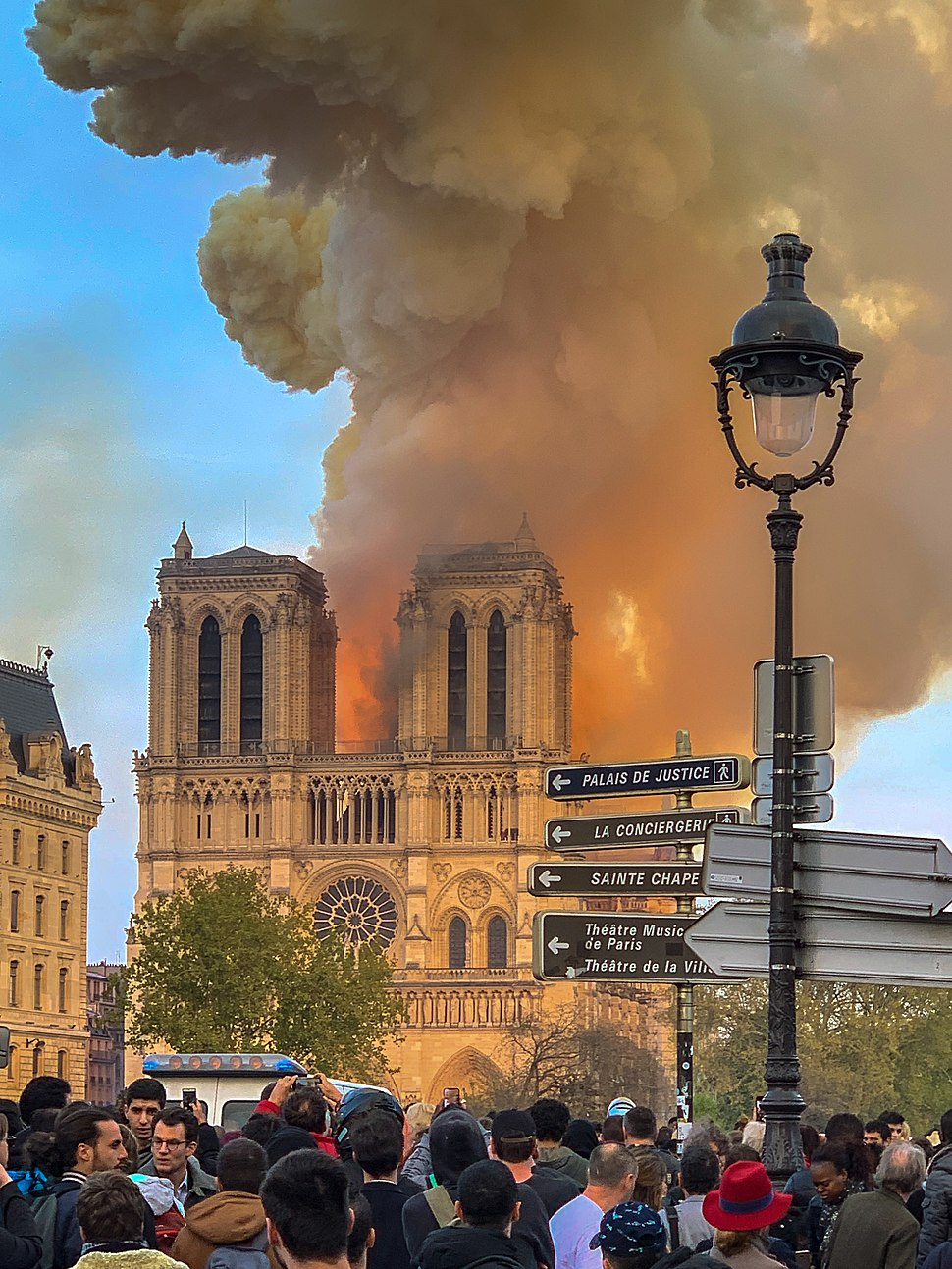 Notre Dame on fire 15042019-1