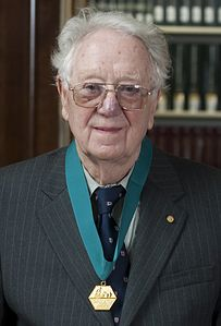 Oliver Smithies HD2009 AIC Gold Medal portrait (cropped).JPG