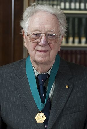 Oliver Smithies - Smithies with the American Institute of Chemists Gold Medal (2009)