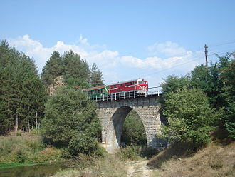 Septemvri–Dobrinishte narrow-gauge line - Passenger train heading Septemvri on the longest bridge near Guliyna banya