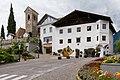 Ortszentrum Schenna mit Pfarrkirche Rathaus und Tourismusbuero 2015.jpg