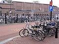 Oss Rijksmonument 516599 Kruisstraat 15 oude Jurgensfabriek, en volle fietsenstalling.jpg
