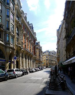 La rue en direction du boulevard Saint-Germain