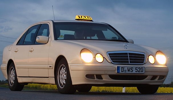 PKW Mercedes W210 P4297201