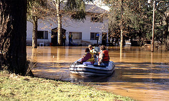 Willamette Valley Flood of 1996 - People using inflatable rafts as a means of transportation