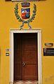 Palazzo Municipale - Calliano (TN) - (ingresso con Stemma).jpg
