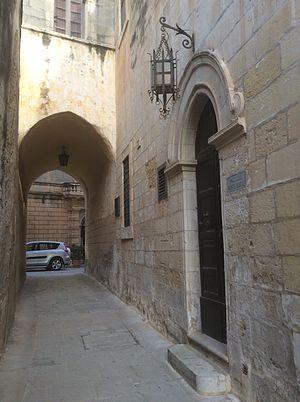 Palazzo Santa Sofia - The narrow street