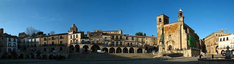 File:Pano Plaza Mayor de Trujillo.jpg