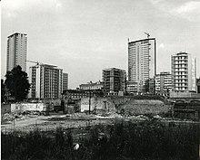 Il grattacielo nel 1960, durante le ultime fasi di costruzione