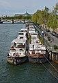 Paris Port des Tuileries depuis passerelle Senghor 2014.jpg
