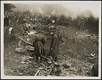 Photo shows Officers ot the R.F.C. Royal Flying Corps inspecting the remains, Bestanddeelnr 158-2577.jpg