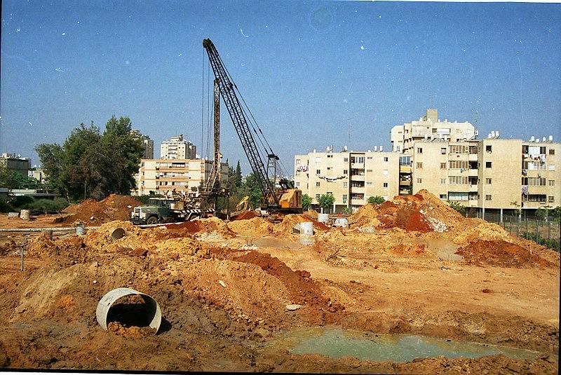 הנחת צינור מים בעיר לוד