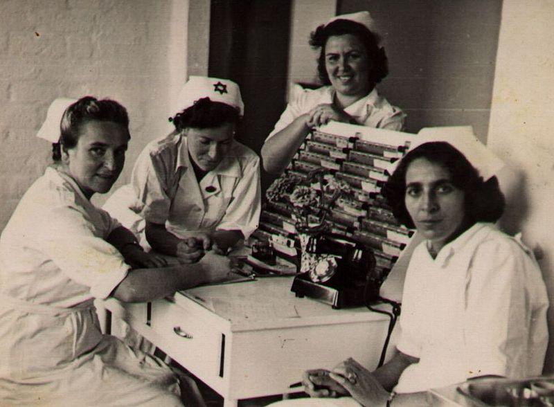 אחיות מחלקת עיניים בבית חולים תל השומר 1948