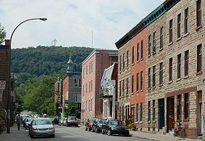 Le Plateau-Mont-Royal - Mount Royal seen from Duluth Street in the Plateau.