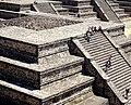 Plaza de la Pirámide de la Luna - Teotihuacan, México.jpg