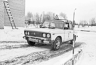Driver's education - Driver student takes exercises in winter weather (Russia, 2002)