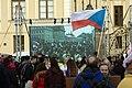 Praha, Hradčanské náměstí, protiuprchlická demonstrace, obrazovka.jpg