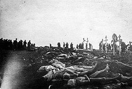 Punaisten ruumiita Kalevankankaan hautausmaalla Tampereen taistelun jälkeen (26365985413)