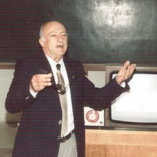 Raoul Gregory Vitale giving lecture in Tishreen university.jpg