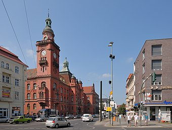 File:Rathaus Pankow (2009).jpg (Source: Wikimedia)