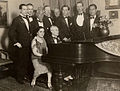 Ravel au piano.jpg