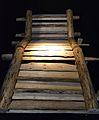Reconstrucció de l'escala de fusta més antiga d'Europa, 1344 aC, mina de sal de Hallstatt.JPG
