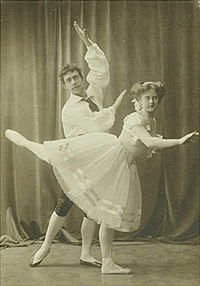 Richard Jensen & Grethe Ditlevsen in the pas de six in 3rd act of Napoli.jpg