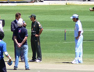 2007–08 Commonwealth Bank Series - Dhoni and Ponting at the toss